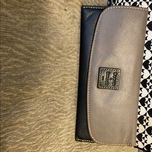 Ladies Dooney and Bourke wallet